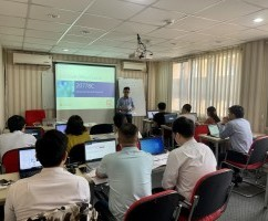 "Robusta khai giảng khóa:""Analyzing Data with Power BI"""